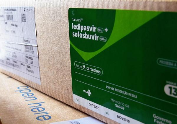 Brasil recebe 2,3 milhões de kits de intubação vindos da China