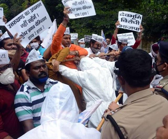 उत्तराखंड राज्य को अभद्र भाषा से सम्बोधित करने वाले बीजेपी विधायक के खिलाफ आम आदमी पार्टी ने किया प्रदर्शन ।