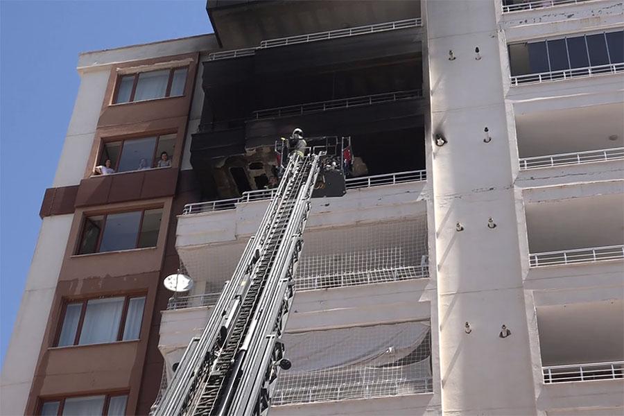 Diyarbakır Bağlar Bağcılar Mahallesi'nde çıkan yangında 30 kişi son anda kurtarıldı