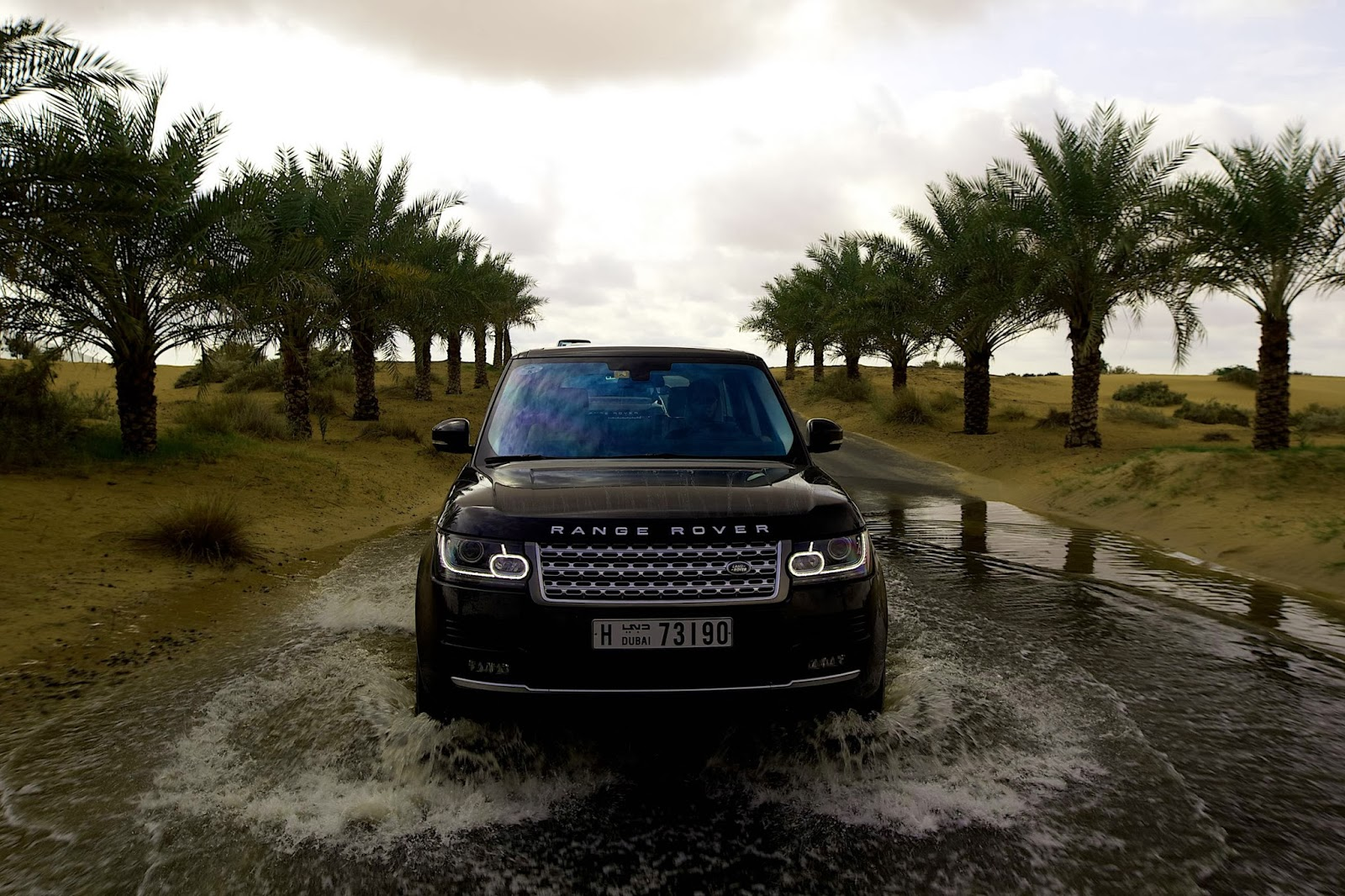 2013-Range-Rover-Vogue-Supercharged-Front