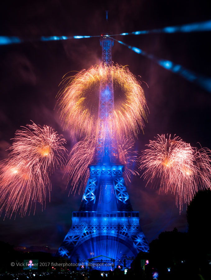 fireworks Paris Eiffel Tower spectacle Bastille Day July 14 France French Parisian stunning spectacular artistic original high quality copyright feu d'artifice 2017