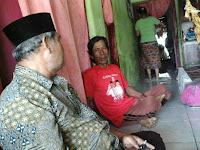 Anggota FMPP Desa Cenang Blusukan ke Rumah Warga