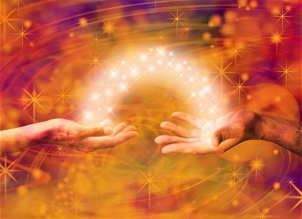 Sức mạnh trong tay chúng ta: Cách hấp thu năng lượng tâm linh thông qua đôi bàn tay
