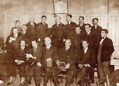 Componentes del club d'Escacs Barcelona en el Cafè Condal en 1923