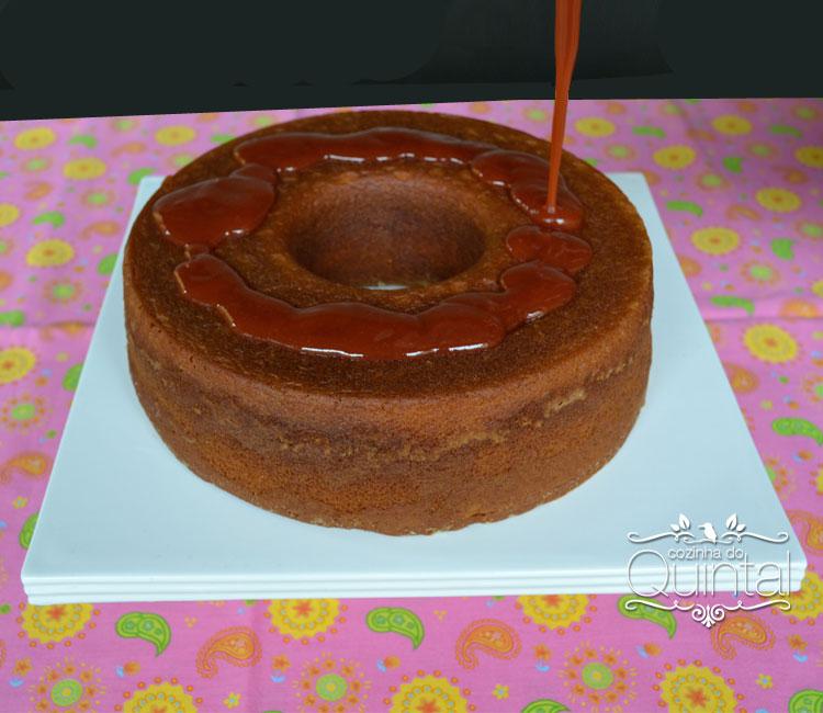 Um bolo simples, de fubá e um café fresco, coado na hora: tem coisa mais gostosa?