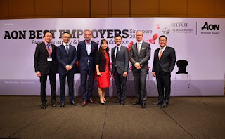 Source: Aon Hewitt. From left: Na Boon Chong, Senior Client Partner, South East Asia, Aon Hewitt with Aon Best Employers Singapore 2016 at the award ceremony.