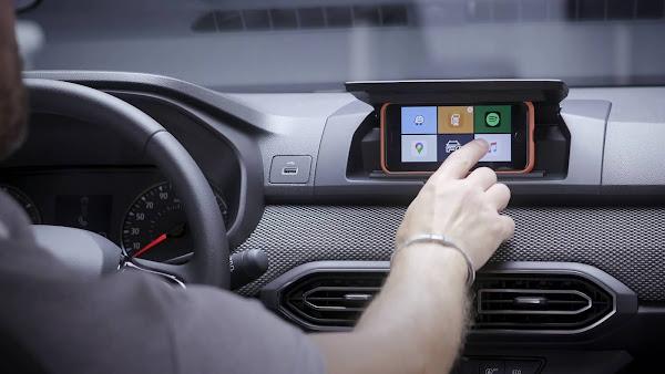 Novo Sandero 2022: smartphone como central de infoentretenimento