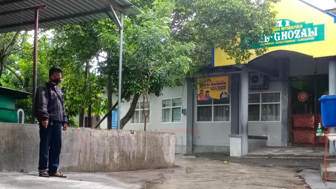 Gasak Uang Arisan di Jok Motor, Aksi Pelaku Terekam CCTV
