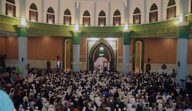 Ngaji bareng Gus Mufawiq di Masjid Anas Machfudz