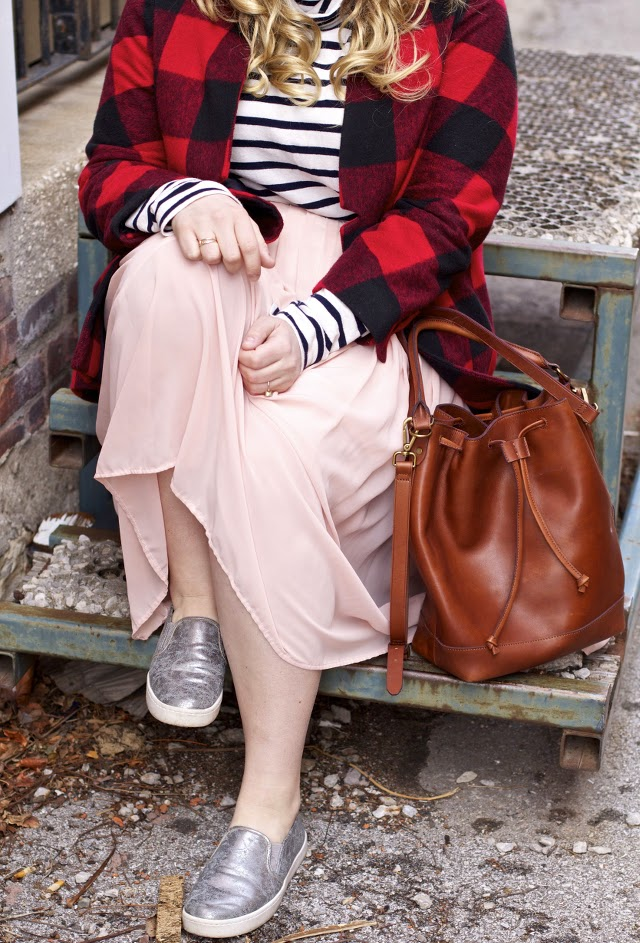 What to wear a bucket bag with