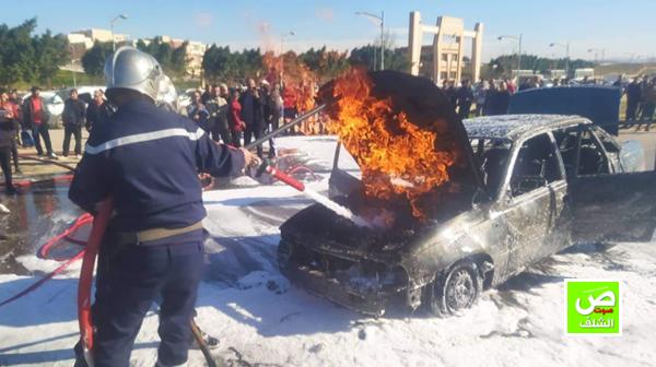 إحتراق سيارة أمام جامعة الشلف بأولاد فارس
