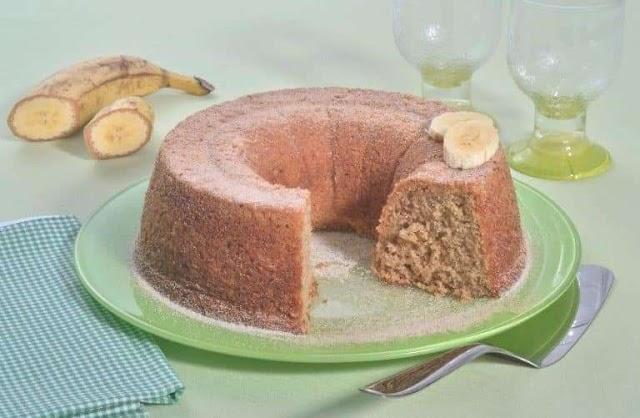 Bolo de banana com aveia saudável e delicioso