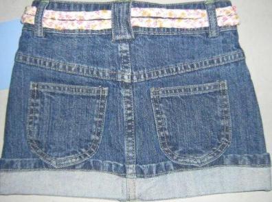 Foto de una minifalda jean con correa