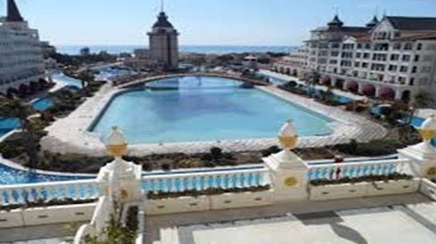 Have you ever thought about the uniqueness of Mardan Palace Hotel? It is only the high cost that makes it weird. Its cost rivals any of the highly billed Europe's hotels. On average, US$1.4 billion were spent to construct this palace. A single night stay here could cost you US$18000. If you want to cross the pool then stay tuned to spare half an hour. A snow-filled room at the spa will amuse you. The bathroom floors are decorated with gold plated glasses.