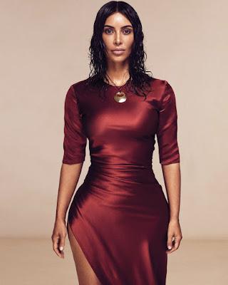 Kim Kardashian  cewek manis dan seksi buah dada besar