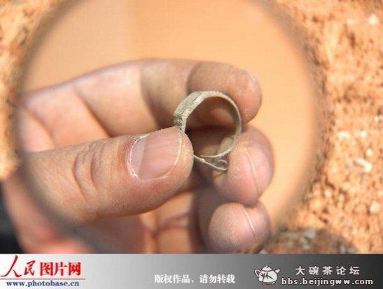El enigmático anillo-reloj encontrado en China en una tumba sellada de hace 400 años. ¿Cómo es posible que llegase allí? ¿Cómo es posible que se hallase en esa tumba?