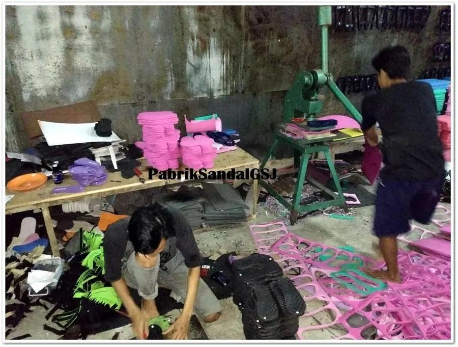proses pembuatan sandal terbaru