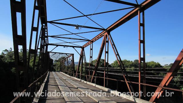 Ponte metálica sobre o Rio Forqueta, Vale do Taquari