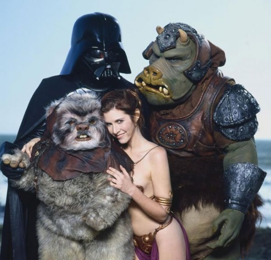 Leia (Carrie Fisher) junto a sus amigos