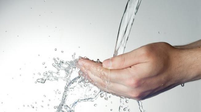 Bolehkah Menyiram Kemaluan Usai Wudhu || Mengeringkan Wudhu