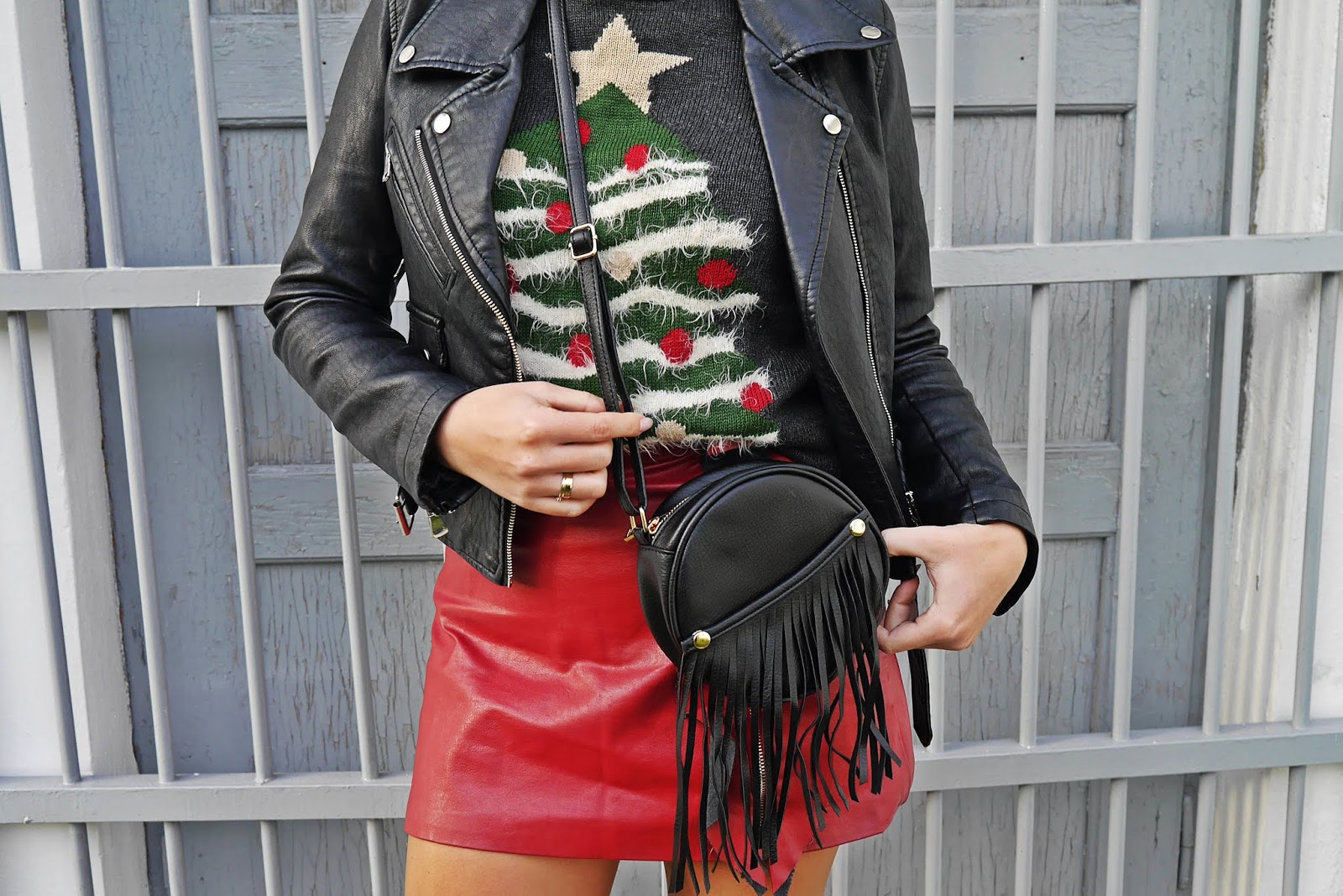 Christmas sweater bordo leather skirt high knee boots biker jacket karyn fashion blogger outfit look