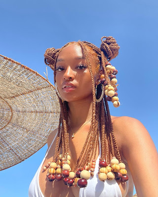 Beauty of the day : Lee estelle