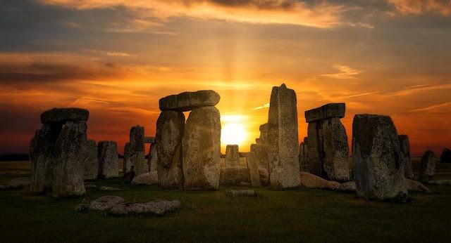 Image: Stonehenge, by Howard Walsh on Pixabay