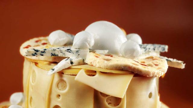 Масло сливочное - 1 столовая ложка; Мука - 1 столовая ложка; Молоко - 1 стакан; Соль, перец - по вкусу; Сыр твердый - 100 г;