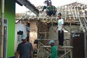 Kades Rawet Rogoh Kantong Perbaiki Rumah Reot Jompo Gakin