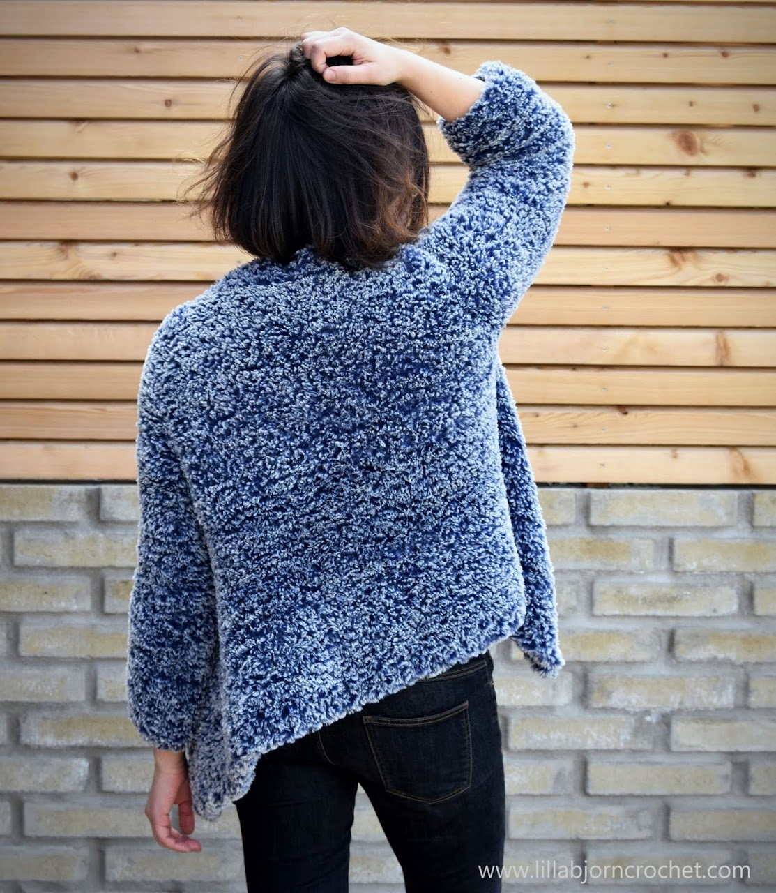 Oversized garment knitted with Scheepjes Furry Tales yarn