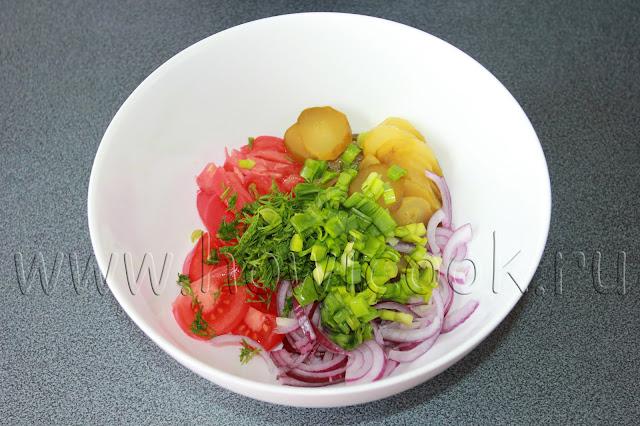 рецепт салата с солеными огурцами и помидорами с пошаговыми фото