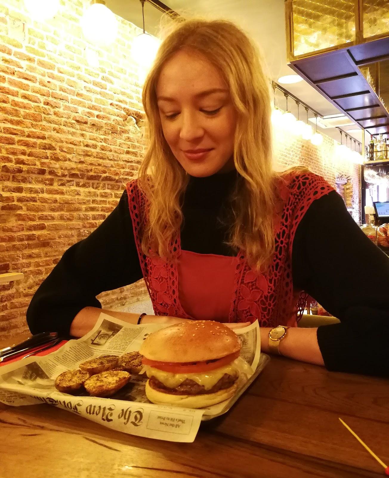 Santo-pecado-madrid-restaurantes-hamburgueserias-black-angus