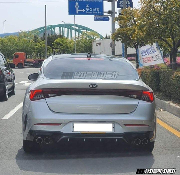 Kia Optima GT khoe trọn phần đuôi giàu điểm nhấn