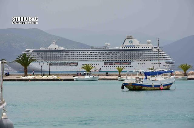 Η χλιδή στο Ναύπλιο χτυπάει κόκκινο με 120 πολυτελή γιοτ και ένα super πλωτό ξενοδοχείο