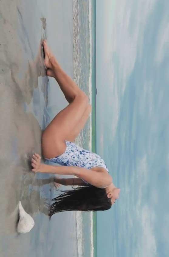 Jacqueline Fernandez in sexy Swimsuit