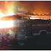 Pasar Songgolangit Ponorogo Hari Ini Terbakar Hebat, PMK Dibantu Warga Masih Terus Berusaha Memadamkan Api