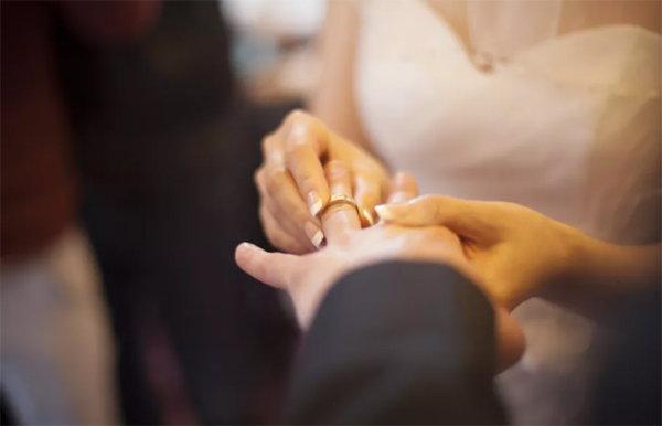 在紫微斗數上感情與婚姻要如何看?合參才能相克變為相生?