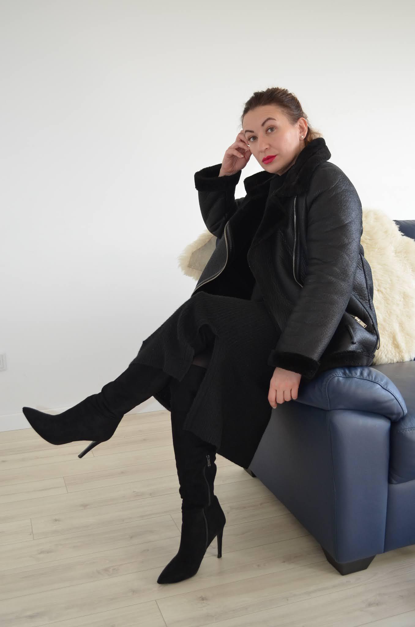 black total look;all black everything;dzianinowy czarny komplet Bonprix;kożuch Zara;fashion;moda;wysokie kozaki Zara;czarna stylizacja;blogerka modowa Wrocław;40+;40plusfashion;40plusstyle;