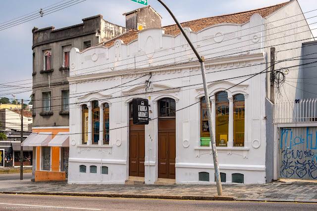 Casa na Rua Trajano Reis 443, em Curitiba