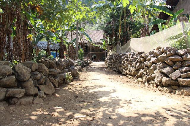 Các mẫu hàng rào làm bằng đá