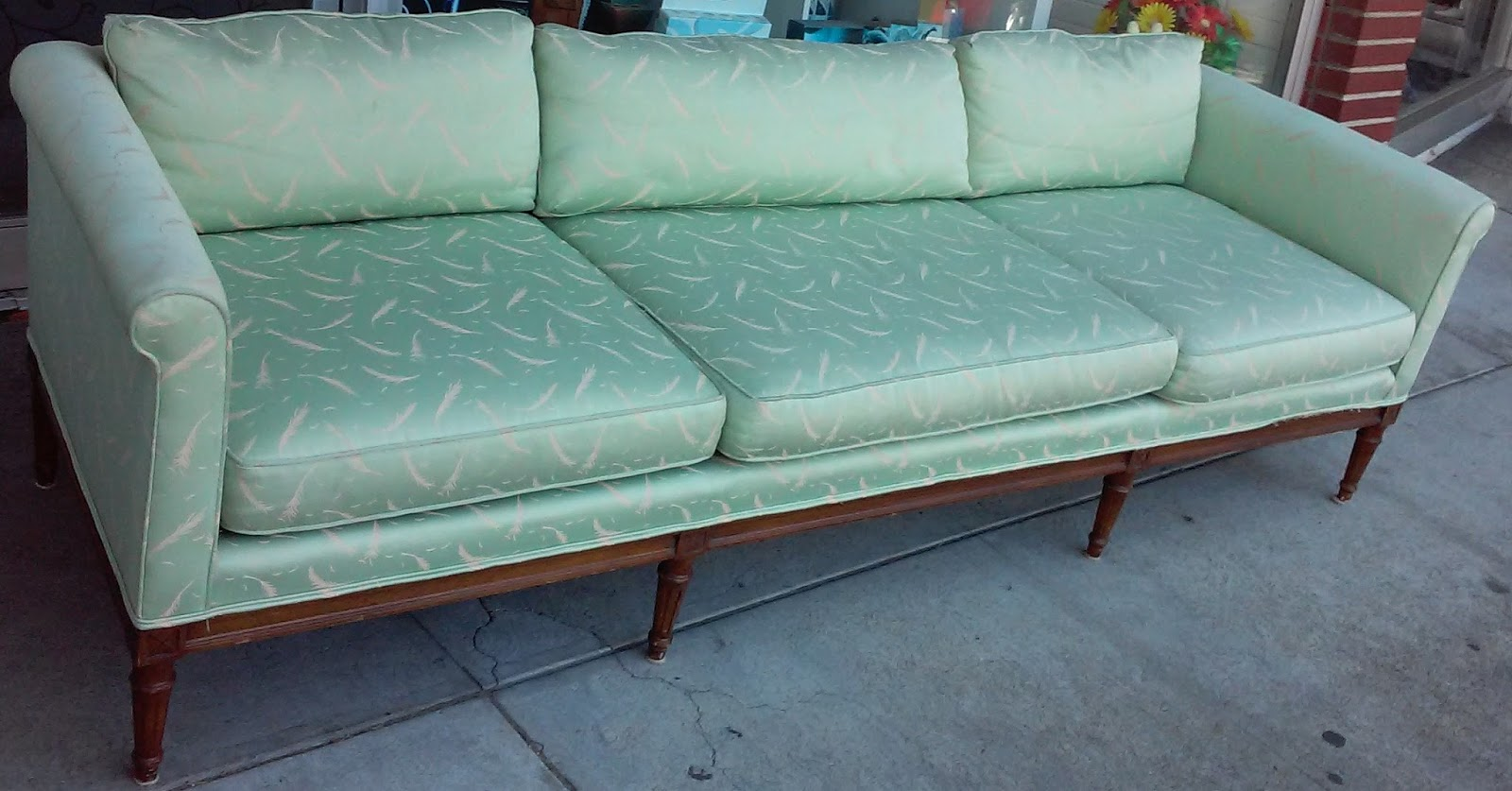 sold reduced henredon custom made vintage sofa 125