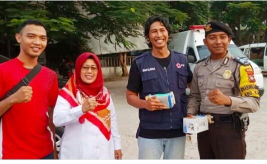 Natuna Kabut Asap Tebal Melanda Natuna, PMI Bagikan Masker Gratis Kepada Warga .