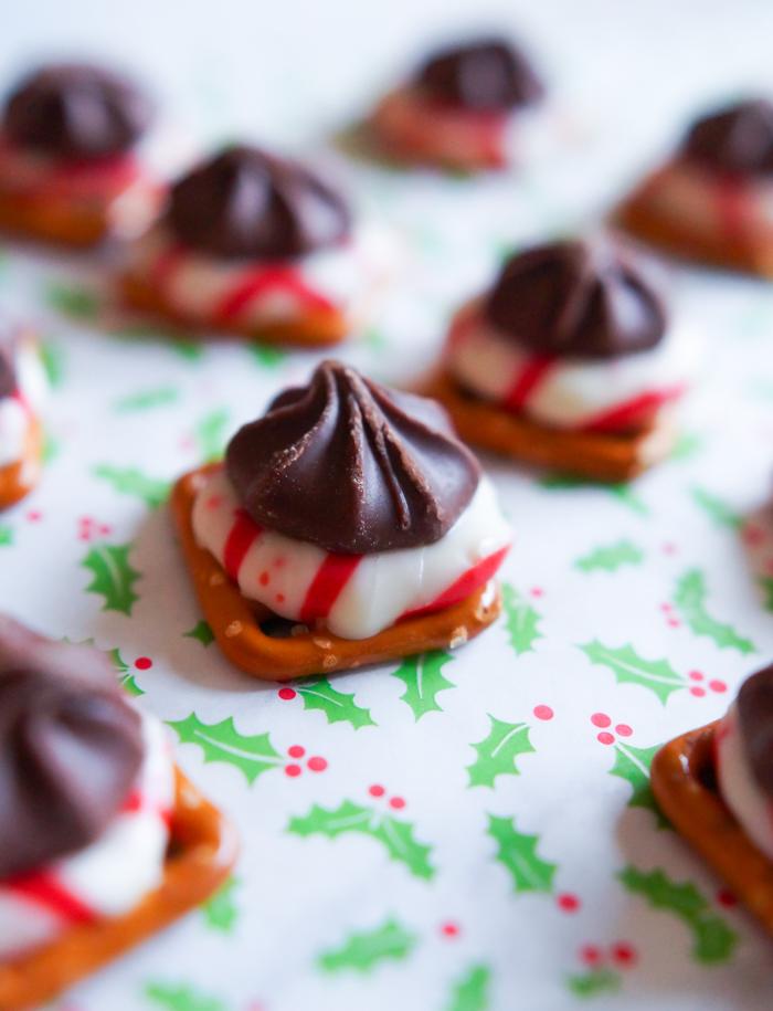 Candy Cane Star Pretzel Bites : easy Christmas dessert
