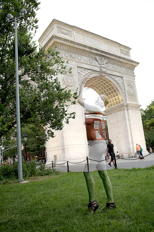 03-Washington-Square-Park-Trina-Merry-Astrology-and-Camouflage-in-Body-Painting-Art-www-designstack-co