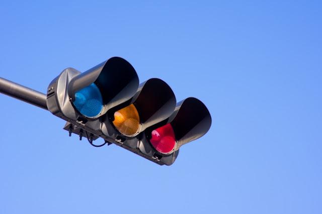 اليابان استبدلت اللون الأخضر بالأزرق في إشارات المرور !!! تعرف على السبب ؟