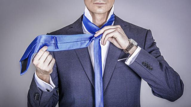 cara memakai dasi segitiga