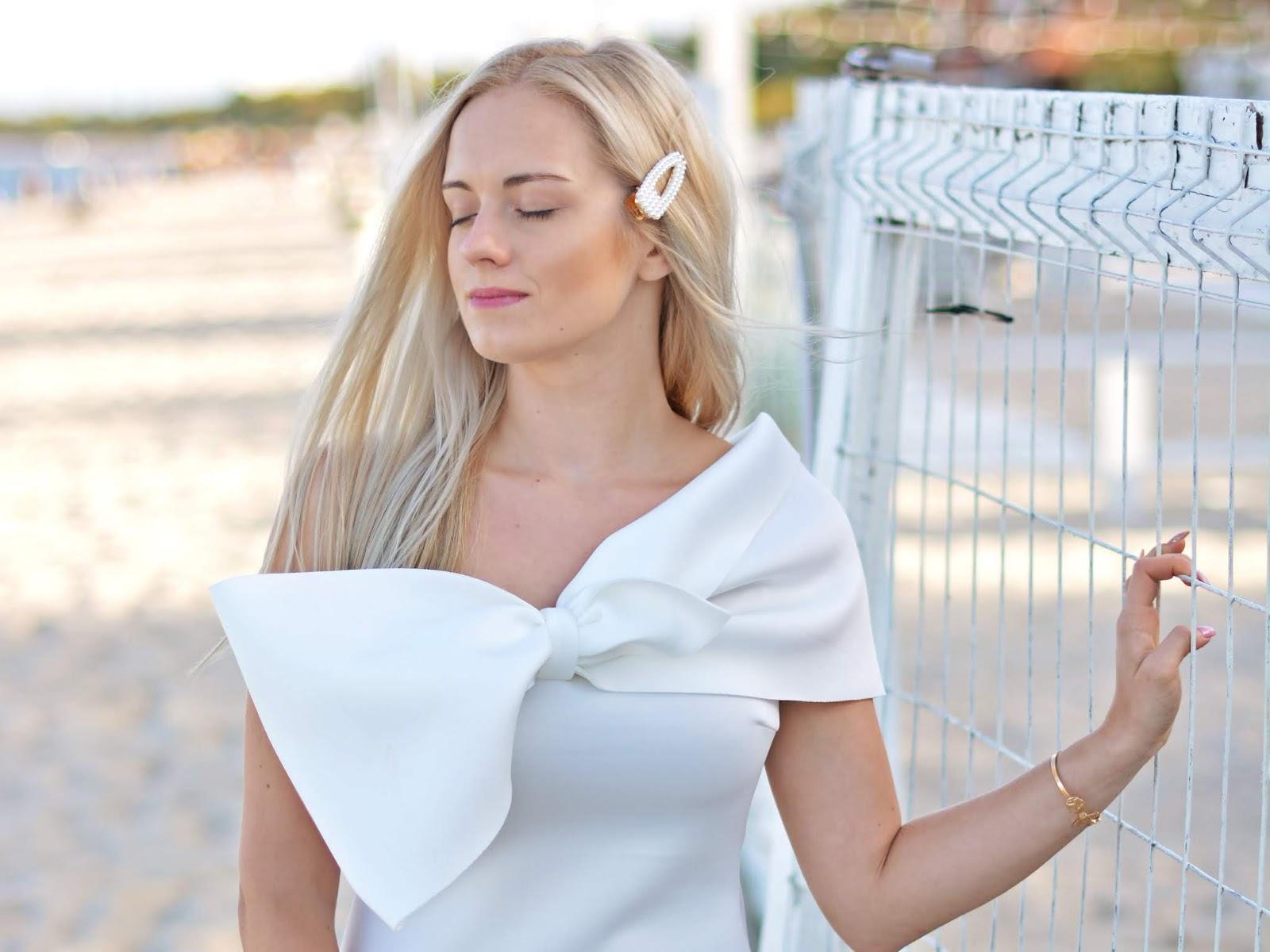 biała wsuwka perełki