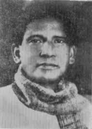 "Adivi Baapiraju  was a famous Telugu novelist, poet, playwright, painter and art director. Famous ""Bava Bava Panneru"" Telugu song was also written by him. He was born on October 8, 1895, at Sarepalle near Bheemavaram in West Godavari district of Andhra. He is known for his works like Gonaganna Reddy, Narayanarao, and Himabindu.      స్వాతంత్య్ర సమరయోధుడు, రచయిత, కళాకారుడు, నాటకకర్త, అలాగే దేశమంతటా విస్తృతంగా ప్రచారంలో ఉన్న 'బావా బావా పన్నీరు' పాట రచయిత, సన్నిహితులు, సమ కాలీన సాహితీ వేత్తలు ఆయన్ని ముద్దుగా పిలిచే 'బాపి బావ' మన అడవి బాపిరాజు.  బాపిరాజు పశ్చిమ గోదావరి జిల్లా లోని భీమవరం లో అక్టోబర్ 8, 1895 న ఒక నియోగి బ్రాహ్మణ కుటుంబములో కృష్ణయ్య, సుబ్బమ్మ దంపతులకు జన్మించాడు. భీమవరం హైస్కూలులో చదివి, రాజమండ్రి ఆర్ట్స్ కాలేజ్ లో బి.ఏ చదివి, మద్రాస్ లా కాలేజ్ లో బి.ఎల్ పట్టం పొంది, కొంతకాలం న్యాయవాద వృత్తి నిర్వహించిన తరువాత తన ఇతర వ్యాసంగాలలో కృషిని సాగించడానికి ఆ పనిని విరమించాడు. 1934 నుండి 1939 వరకు బందరు నేషనల్ కాలేజిలో అధ్యాపకునిగా (ప్రిన్సిపాల్ గా) పని చేశాడు. 1944లో హైదరాబాదు నుండి వెలువడే తెలుగు దినపత్రిక మీజాన్ సంపాదకునిగా పని చేశాడు. తరువాత విజయవాడ ఆకాశవాణి రేడియో కేంద్రంలో సలహాదారునిగా ఉన్నాడు. 'నవ్య సాహిత్య పరిషత్' స్థాపించినవారిలో బాపిరాజు ఒకడు. చిత్రకళను నేర్పడానికి గుంటూరులో ఒక ఫౌండేషన్ ప్రారంభించాడు.    బాపిరాజుకు చిన్ననాటినుండి కవితలు రాసే అలవాటు ఉండేది. బాపిరాజు నవల నారాయణరావుకు ఆంధ్ర విశ్వకళా పరిషత్ అవార్డు లభించింది. ఆయన చిత్రించిన చిత్రాలలో 'సముద్ర గుప్తుడు', 'తిక్కన' ప్రసిద్ధమయ్యాయి. విశ్వనాథ సత్యనారాయణ గేయ సంపుటి కిన్నెరసాని పాటలు బాపిరాజు చిత్రాలతో వెలువడింది.    1922లో సహకార నిరాకరణోద్యమంలో ఒక సంవత్సరం జైలు శిక్ష అనుభవించాడు. తన జైలు జీవితానుభవాలను 'తొలకరి' నవలలో పొందుపరచాడు.    సెప్టెంబరు 22, 1952 న బాపిరాజు మరణించారు."