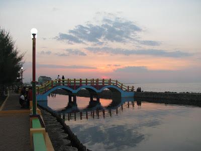 Jembatan cinta Pantai Pasir Kencana Pekalongan