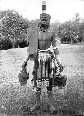 tradisi ngayau suku dayak di kalimantan
